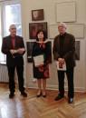 Jury i komisarz wystawy poczas wernisażu