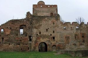 Zamek w Ząbkowicach Śląskich. Malownicza ruina na łonie natury
