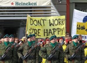 Żołnierze i dzieci. Święto Niepodległości we Wrocławiu