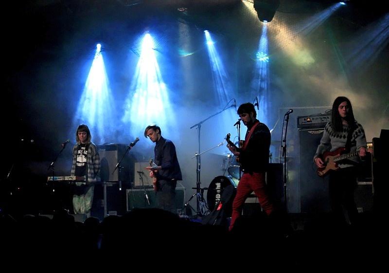Gorący festiwal muzyki rockowej w zimowym Ísafjörður (Islandia)