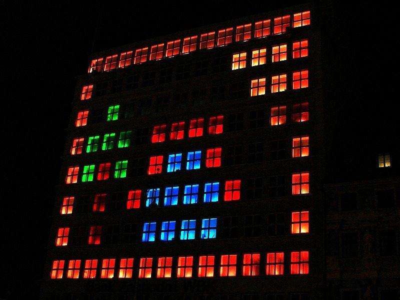 Błyskoteka w oknach  Banku Zachodniego