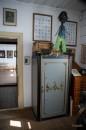 XIX wieczny sejf w domku papiernika