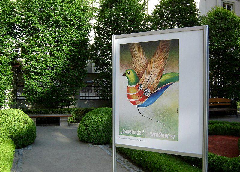 Wystawa plakatów w Ogrodzie Barokowym Ossolineum