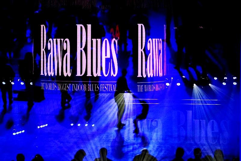 Rawa Blues Festival. Spodek pachnący goframi