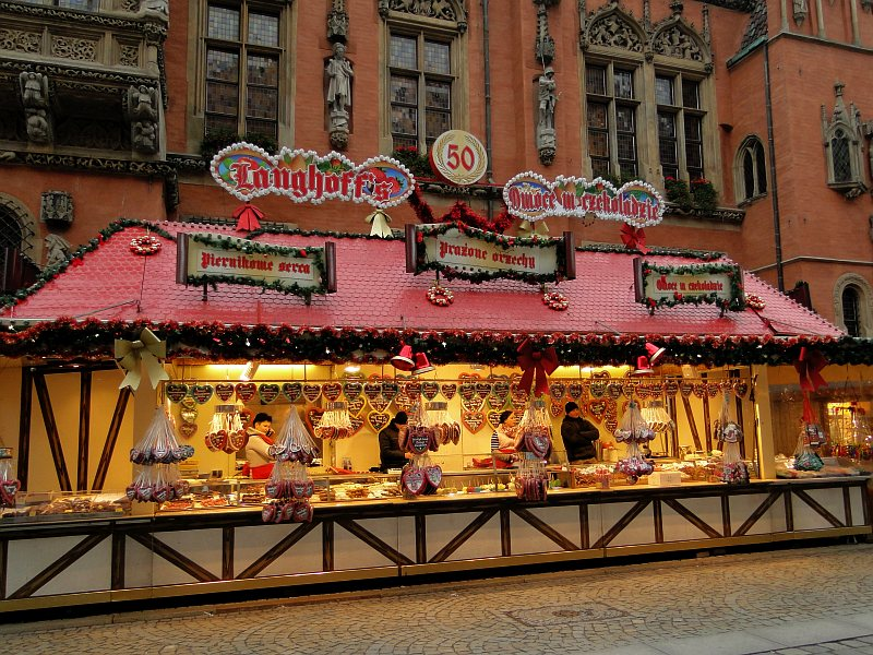 Niebieski Mikołaj, czekoladowy kebab i chałwa w płynie, czyli święta po wrocławsku