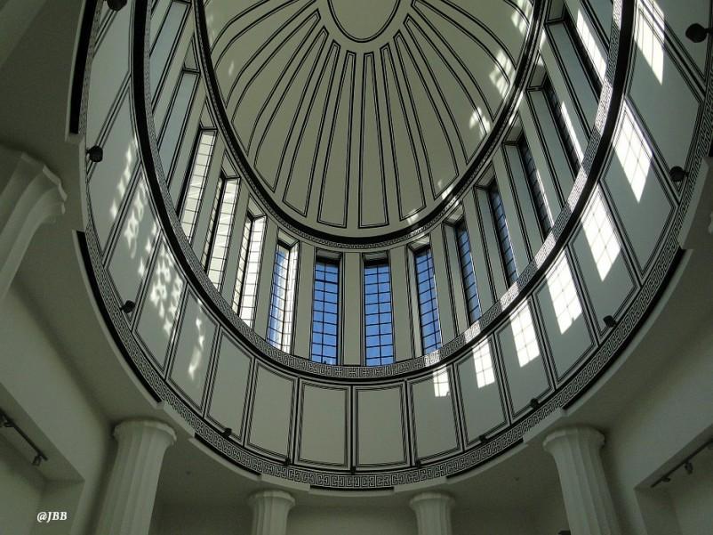 Pawilon Czterech Kopuł w roli Muzeum Sztuki Współczesnej