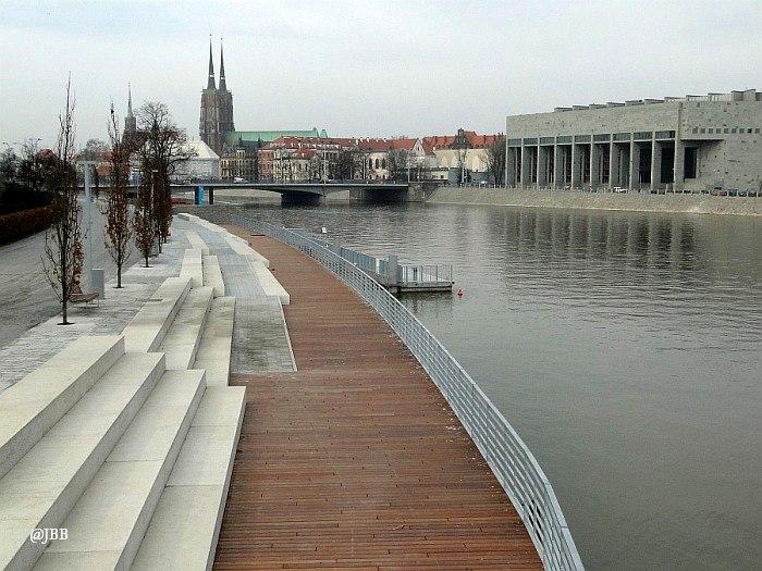 Morze betonu nad Odrą. O odnowionym trakcie spacerowym Wrocławia – subiektywnie
