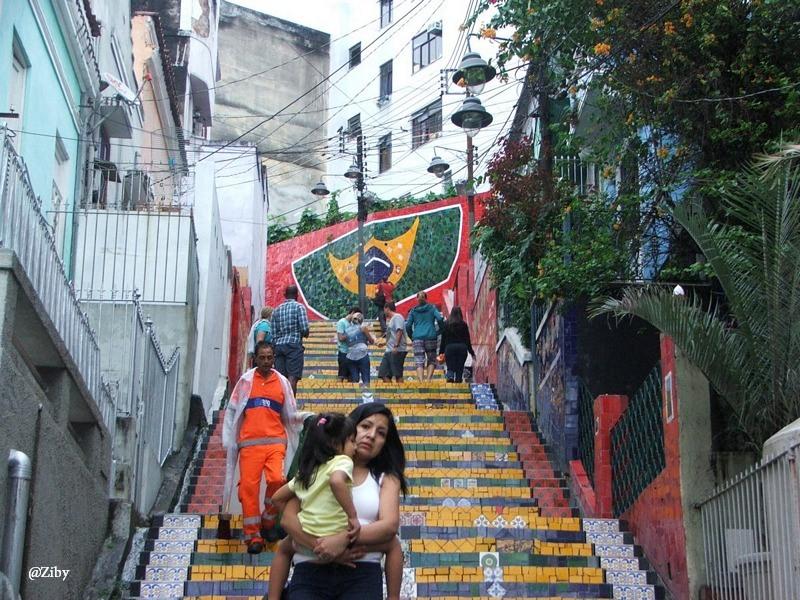 Barwy Brazylii w kilku odsłonach. Turystyczne atrakcje Rio de Janeiro – Schody Selarona