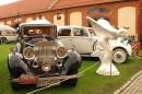 Szpaler Rolls Royce'ów i rzeźba The Spirit of Ecstasy