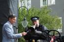 Właściciel BRUSH'a demonstruje użycie tuby