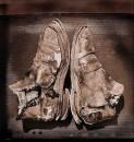 Sztuka butów, /żywa rzeźba/, 1969-1981 technika mieszana, fotografia,  50 cm x 70 cm