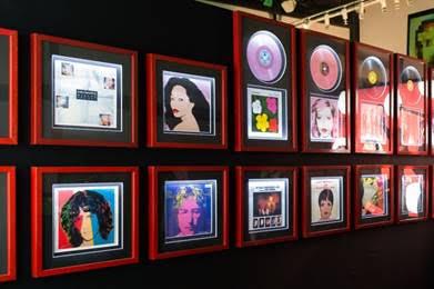 Spotkanie z Piotrem Metzem na wystawie Dali, Warhol – geniusz wszechstronny
